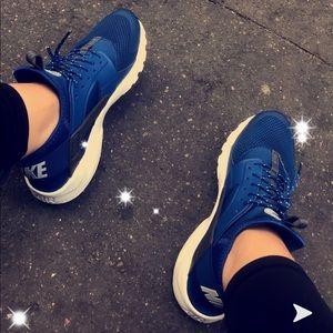 Nike huarache royal blue